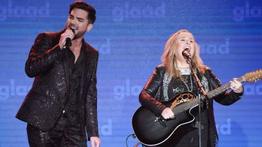 "Melissa Etheridge and Adam Lambert perform ""I'm The Only One"" 