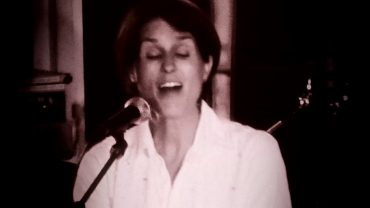 Heather Peace – Hey Mayhem (Live and Acoustic)